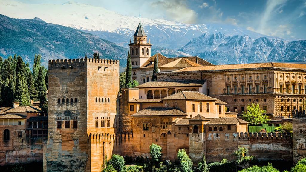 Granada'daki El Hamra Sarayı / Granada'da Nerede Kalınır?