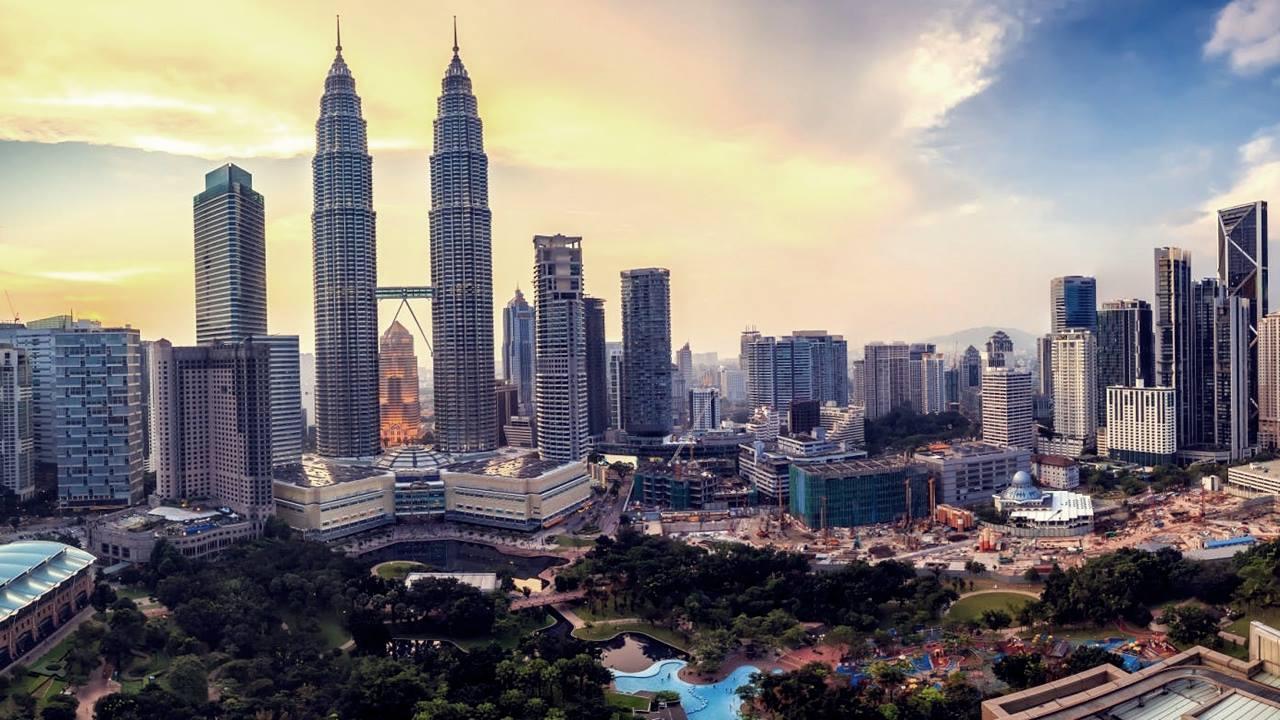 Malelzya Gezilecek Yerler: Petronas Kuleleri