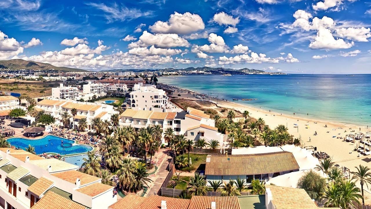 Playa d'en Bossa - İbiza