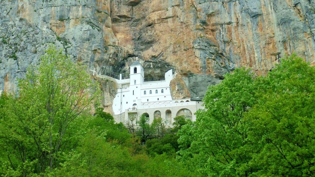 Karadağ Gezilecek Yerler: Ostrog Manastırı