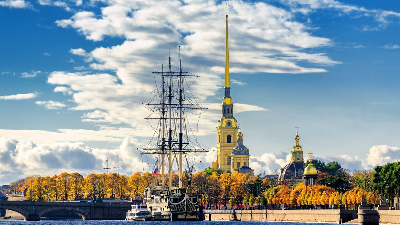 St Petersburg Gezilecek Yerler: Petro Paul Kalesi